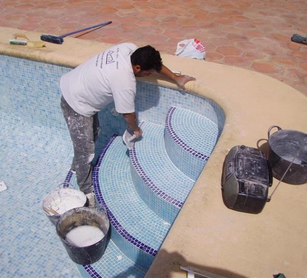Soon it is time to renovate your pool! Regrouting for only 800.– EUROS !